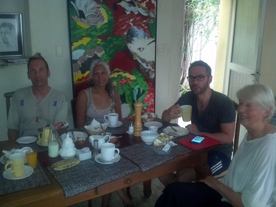 Palermo Viejo Bed & Breakfast: at the breakfast table