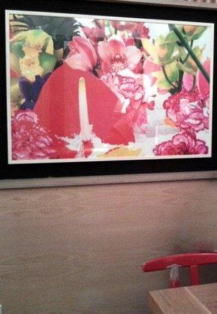 LA FABRICA RESTAURANTE: Coloridas ilustraciones en el cafe