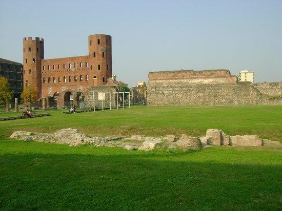 Quadrilatero Romano: Porta Palatina