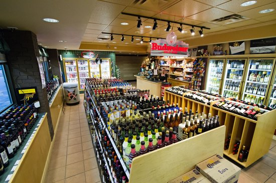 BEST WESTERN PLUS Columbia River Hotel: Frosty's Liquor Store & Sundries