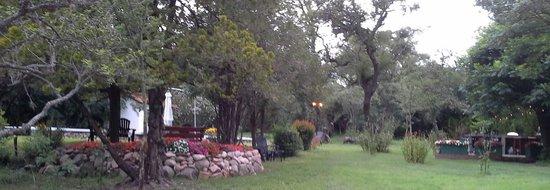 Casa Coqui en Hacienda la Borinquena: Beautiful gardens