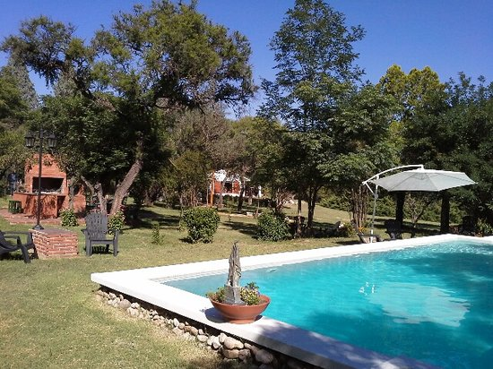 Casa Coqui en Hacienda la Borinquena: Swimming pool and BBQ Area
