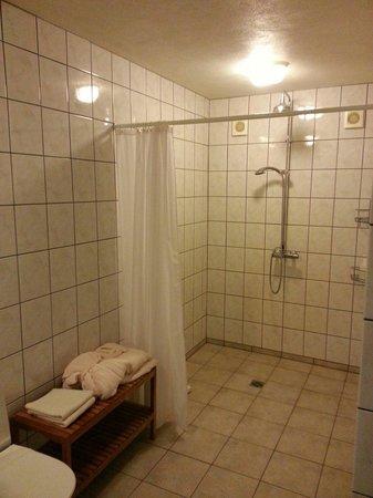 Kria Guesthouse: Bathroom