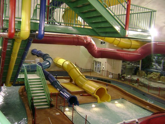 Splash Bay Indoor Water Park : Water Slides