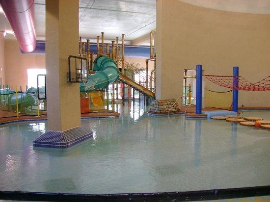 Splash Bay Indoor Water Park: Basketball Hoops