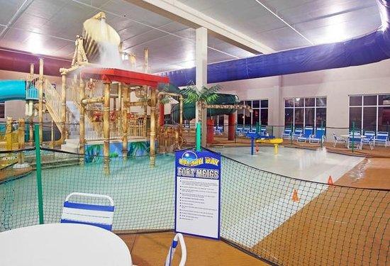 Splash Bay Indoor Water Park: Zero Depth Pool