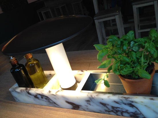 Vapiano: Herbs on the table
