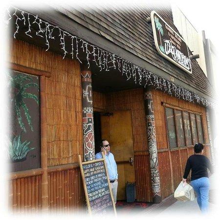Damon's Steak House: Damon's Front Entrance