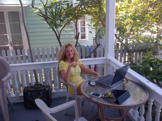 Marrero's Guest Mansion: Telecommuting Island Stylr