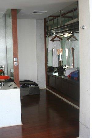 Paresa Resort Phuket : гардеробная