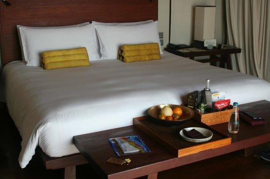 Paresa Resort Phuket: кровать)