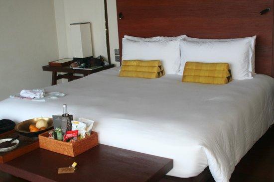Paresa Resort Phuket : кровать)