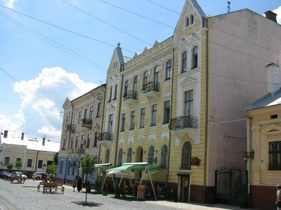 Olha Kobylyahska Street : На углу ул.Кобылянской и Шевченко