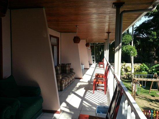 Hotel Mar de Luz: Balcony along upper level of rooms