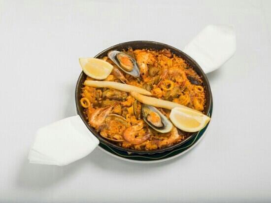 Restaurante la bodega de antonio en granada con cocina otras cocinas espa olas - Cocina con sara paella ...
