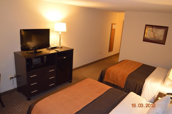 Comfort Inn & Suites Fall River: Very clean and updated room!