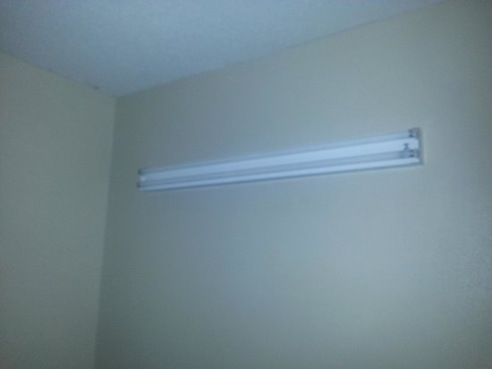 Microtel Inn & Suites by Wyndham Augusta Riverwatch: horrible light fixture no cover