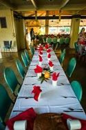 Smith Family Garden Luau : Smith's Luau, dining