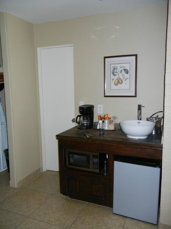 SmokeTree Resort & Bungalows: our room