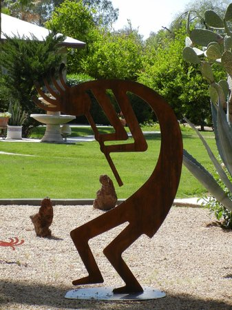 SmokeTree Resort & Bungalows: Kokopelli sculptures could be found all over the grounds