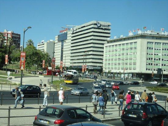 SANA Lisboa Hotel : O hotel, fotografado a partir da Praça Marquês de Pombal