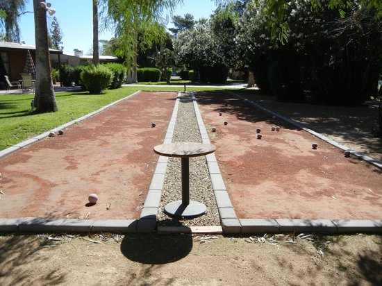 SmokeTree Resort & Bungalows: bocce ball court
