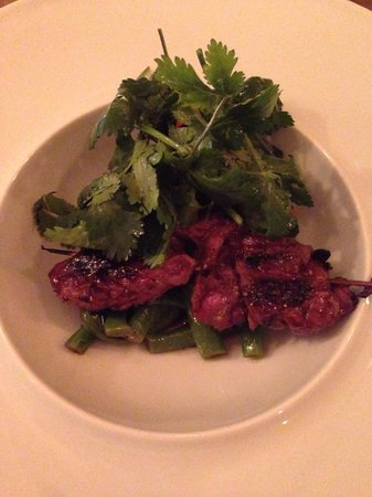 Mona: Entrecôte kebab with green beans