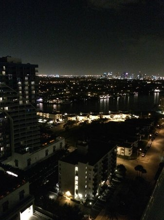 Fort Lauderdale Beach Resort: night view