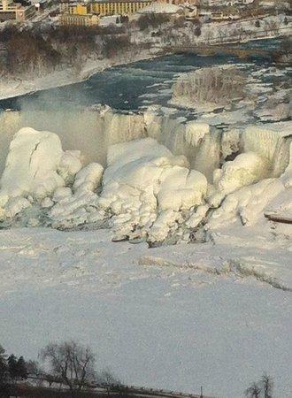 Hilton Niagara Falls/Fallsview Hotel & Suites: frozen falls