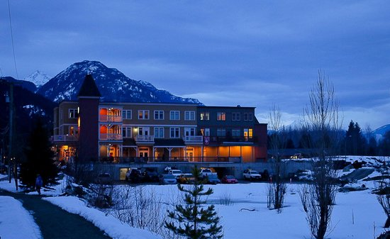 Pemberton Gateway Village Suites Hotel : Sunset in Pemberton
