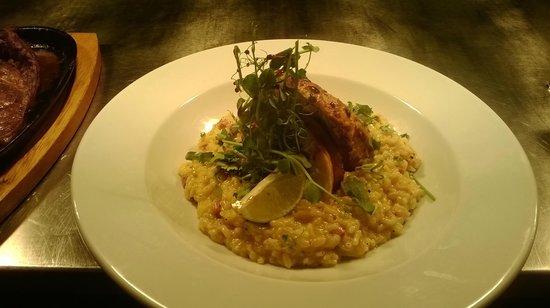 Monroes Bar & Restaurant: Peri Peri Chicken and saffron risotto