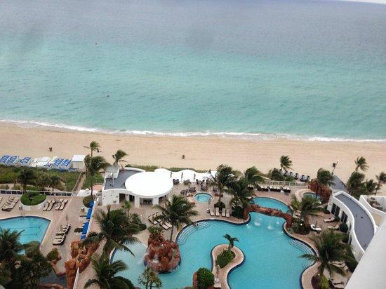 Trump International Beach Resort: Pool and Beach