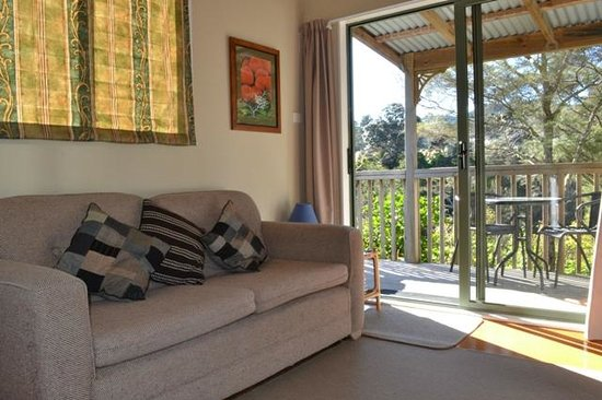 Te Mata Lodge: Chalet Living area