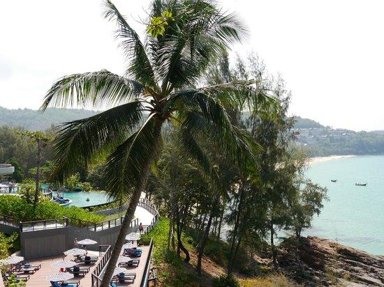 Pullman Phuket Arcadia Naithon Beach: Нижний бассейн на фоне лагуны