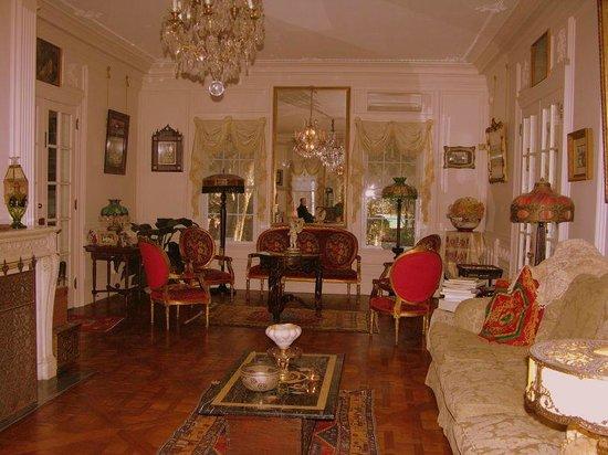 Melange Bed and Breakfast: living room