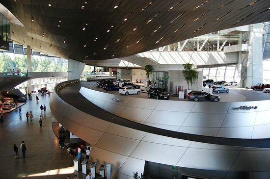 Museo BMW: Car delivery center