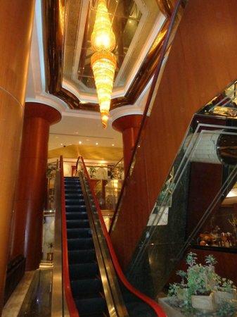 Admiral Plaza Hotel: NICE INTERIOR