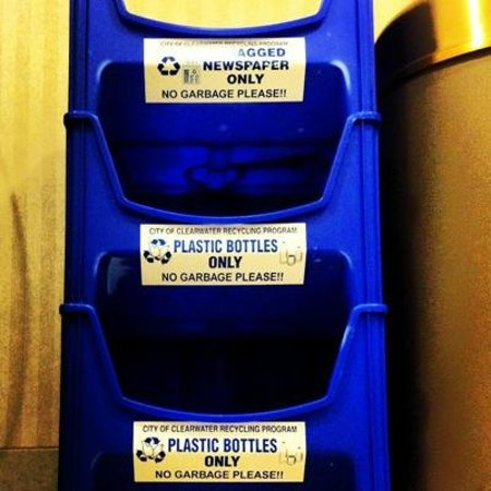 Fairfield Inn & Suites Clearwater: LOVE THE RECYCLE BINS