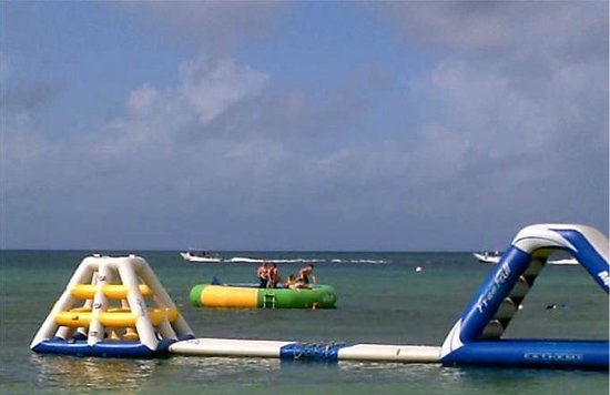 Paradise Beach: Some of the water toys !!