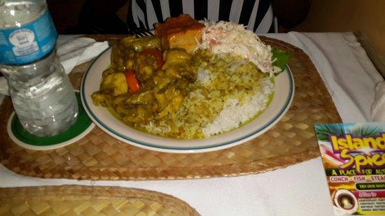 Island Spice Restaurant & Bar: Curry chicken