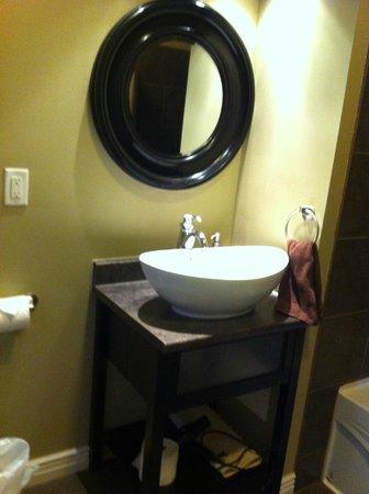 Duckworth Hotel: modern bathroom