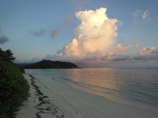 New Emerald Cove: un soir sur la plage, île ronde, en face