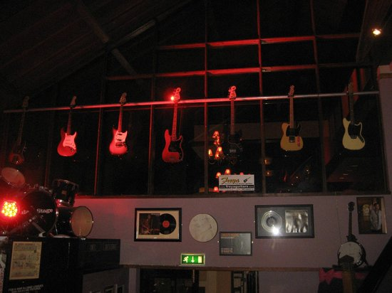 Gleneagle Hotel: Guitars