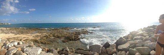 Flamingo Beach Resort : Side Beach...panoramic
