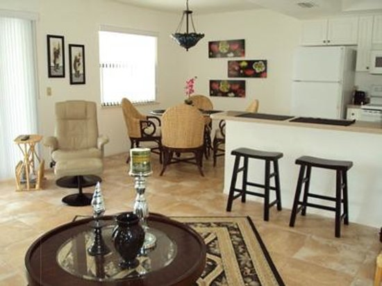 Russell's Retreat: Living Room