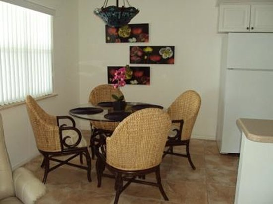 Russell's Retreat: Dining Area