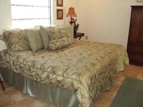 Russell's Retreat: Bedroom