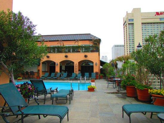 Hotel Monteleone : Rooftop HEATED pool!  So beautiful