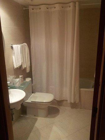 Hotel Sercotel Zurbaran: Hotel Zurbaran - Baños habitación TPL