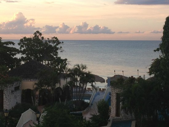 Sandals Montego Bay : Beach view from room